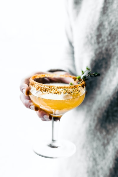 How to make cocktails at home